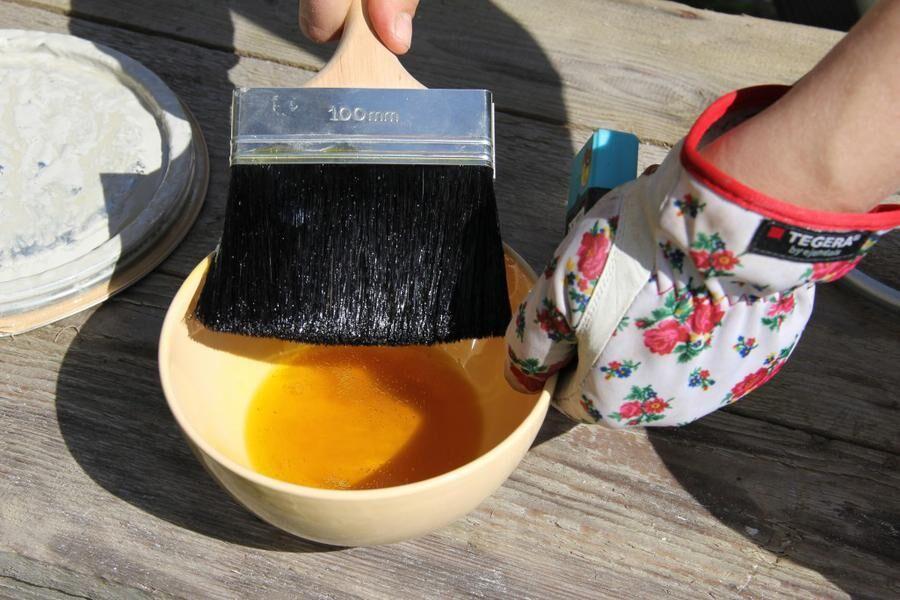 Land.se skriver om att måla med linoljefärg.