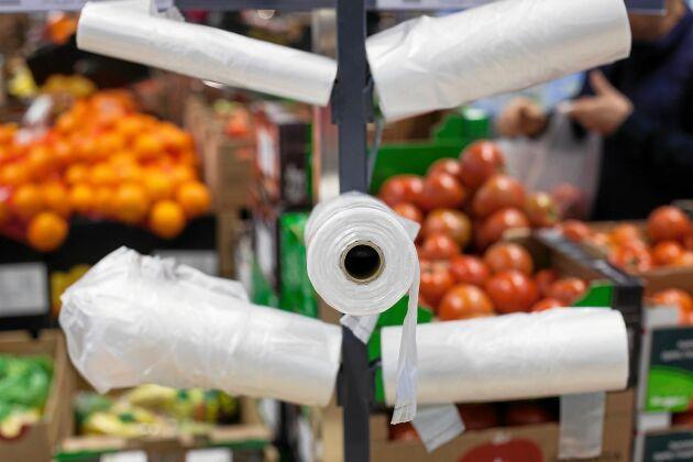 Även små, tunna frukt- och gröntpåsar beskattas – med 30 öre styck.