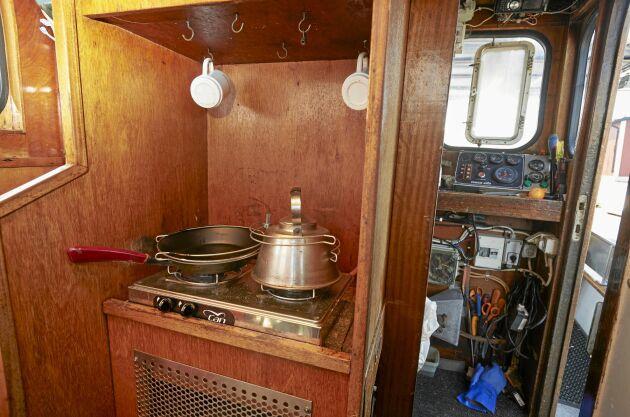 Den mysig, lilla kabyssen i den gamla båten där de lagade mat och kokade kaffe.