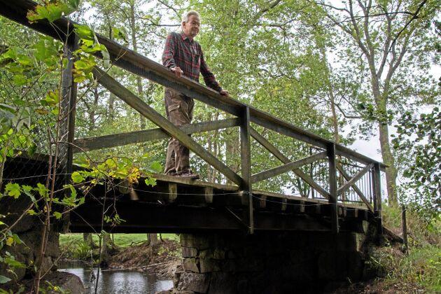 Gustaf Beck-Friis, Finnerödja, har stora delar av Skagersholmsån på sina marker. Trots hans påstötningar underlät Länsstyrelsen Örebro under flera veckor mitt under den rekordvarma sommaren att släppa på vatten från Åbydammen, vilket fick till följd att fåran torrlades.
