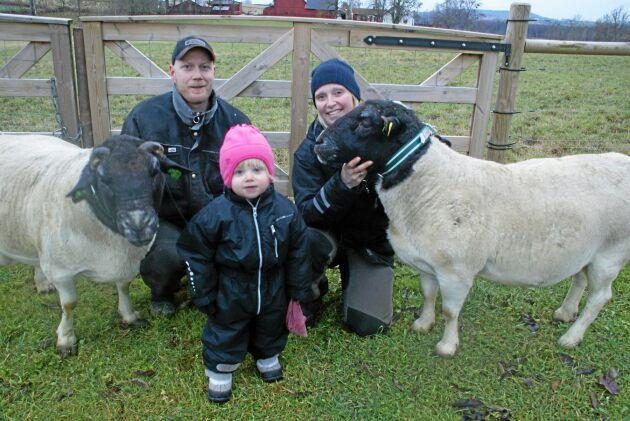 Daniel Sundberg och Lizette Fritzon med sin dotter Klara.