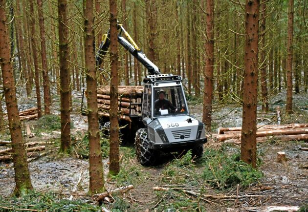 Smalare stickvägar och mindre markpåverkan är två av argumenten för små skogsmaskiner.