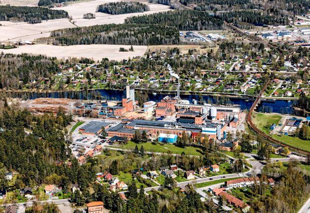 Vid bruket i Säffle finns kapacitet för 50000 ton massa och lika mycket fettåligt papper.