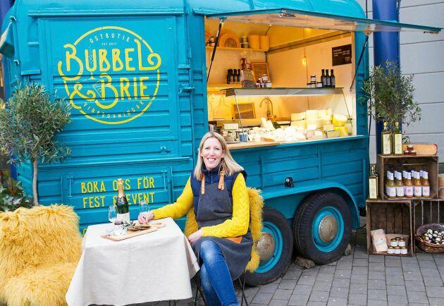 Alexandra Matson Ruane var först i Sverige med att driva en cheese-truck. Hennes nya bok har med cirka 50 olika ostar och de kombineras med passande viner.