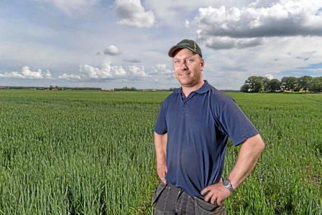 Eftersom Fredrik Hallberg är delägare i driftsbolag som odlar både ekologiskt och konventionellt är det lätt för honom att instämma i den bild som lönsamhetsrapporten från LRF Konsult ger. Ekologisk produktion ger för tillfället mer över på sista raden.