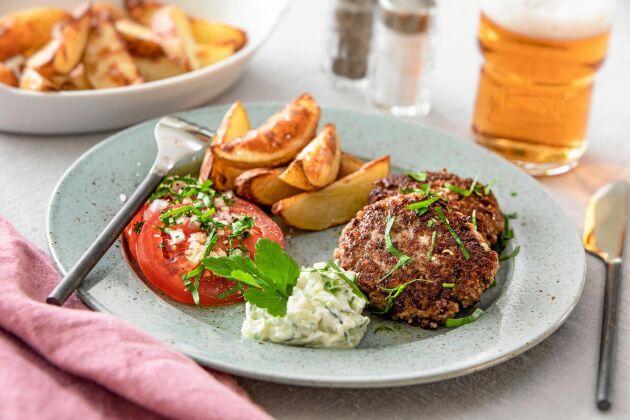 Köttfärsbiffar med fetaost passar lika bra till vardags som till fest!