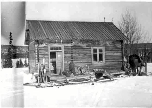 En bild från 1940-talet visar hur huset såg ut innan det byggdes ut.