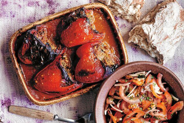 Ungersk fylld paprika är en lättlagad rätt som funkar utmärkt för både vardag och fest.