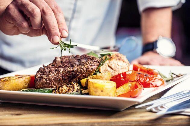 Regeringen vill införa krav på restauranger att upplysa gästerna om var köttet som serveras kommer ifrån.