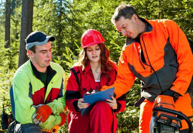 För att kunna locka fler människor till skogsbranschen är ökad jämställdhet, öppenhet och normkritik viktiga faktorer, vilket både mässan Skogsnolia och skogsjätten Sveaskog har tagit fasta på.