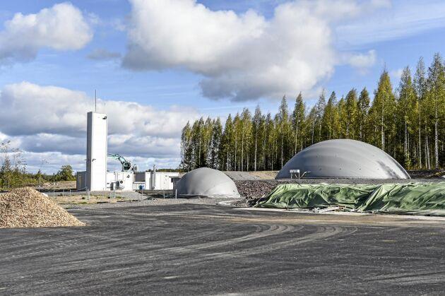 """Biogasanläggningen försörjer kooperativet med värme och ger åkrarna """"grönt gödsel""""."""