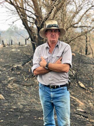 Den senaste tidens svåra terrängbränder drog in över gården hos lantbrukarna David och Carolyn Duff i New South Wales.