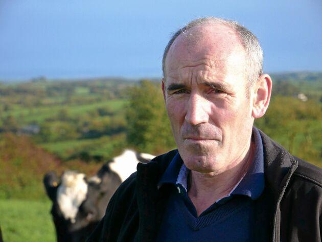 – Att vi har så låga kostnader på fodret ger högre vinst än om vi skulle utfodra våra djur med koncentrat från soja och spannmål, även om vi skulle få högre mjölkproduktion, säger Lorcan McCabe.