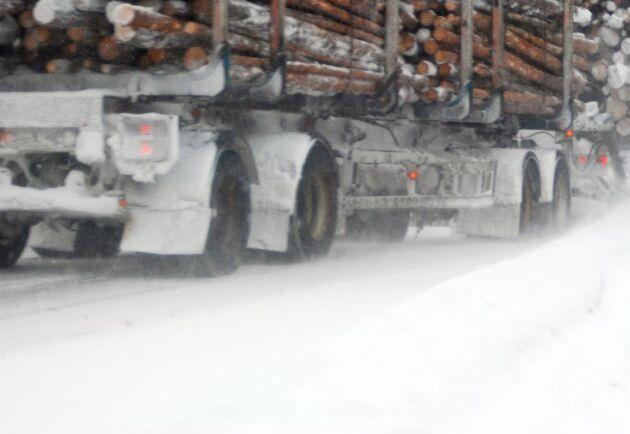 Nu måste det vara vinterdäck på lastbilssläpet också.