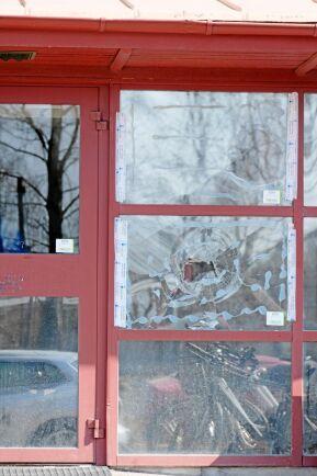 Sveaskogs kontor i Umeå har utsatts för vandalisering med hotfullt budskap.