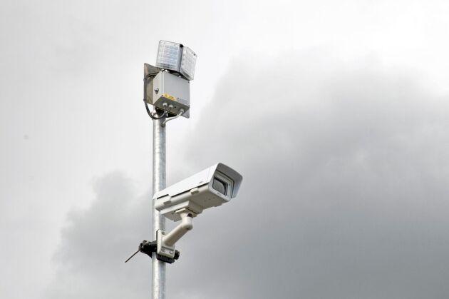 Nio kameror som den här, sitter vid mätstationen där timmerbilden stannar.
