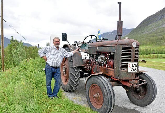 Drygt 700 mil har Åke Larsson, Perstorp kört med sin veterantraktor Volvo BM 36. Från Skåne, genom Värmland och upp till Bodö på den norska västkusten. Längs hela Lofoten upp till Nordkap och Kirkenes för att sedan åka hem igen.
