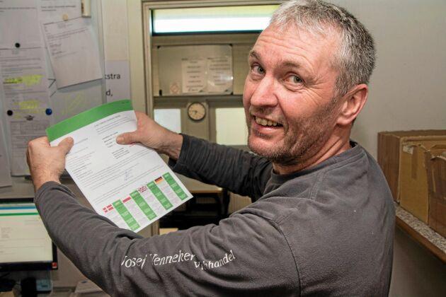 Jens Schünemann arbetar som chaufför åt ett tysk djurtransportföretag och åker till Danmark två–tre gånger i veckan. Här han fått grönt certifikat vilket ger honom rätt att åka direkt till en dansk grisgård och lasta.