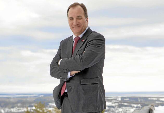 Statsministern och socialdemokraternas partiledare Stefan Löfven på Södra Berget i Sundsvall i den iskalla vårblåsten.