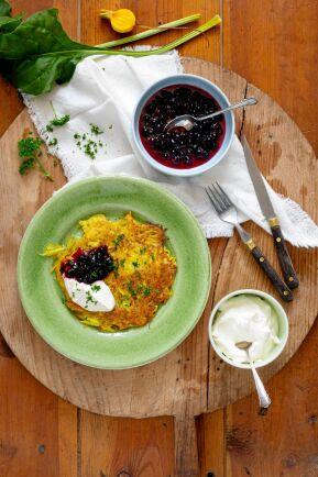 Rårakor med gulbeta ska serveras precis nystekta och frasigt gyllenbruna.