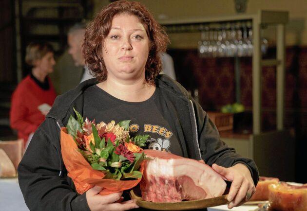 Maria Ekholm var en de producenter som fick diplom för sitt kött från mangalizagris vid senaste smakmötet hos Exceptionell Råvara. Totalt åtta diplom har det blivit under fem år.