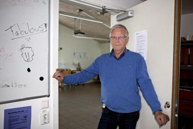 Claes-Göran Claesson är ordförande för Hushållningssällskapet Sjuhärad och tidigare rektor för Segerstad naturbruksgymnasium. Han är starkt kritisk till den centralstyrning som de senaste åren präglat naturbruksskolorna i Västra Götaland.