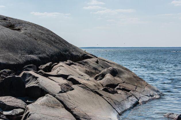 Naturen kring Gräsö består av skärgårdslandskap, med öar, sund och andra vattenområden.