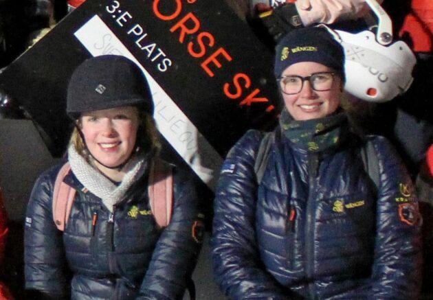 Isabella Rinaldo, ansvarig för kommunikationen mellan alla inblandade i Skijoringen i Åre, tillsammans med projektkollegan och hippologstudenten Josefin Löfman.