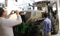 Skottsäker traktor kostar kulor