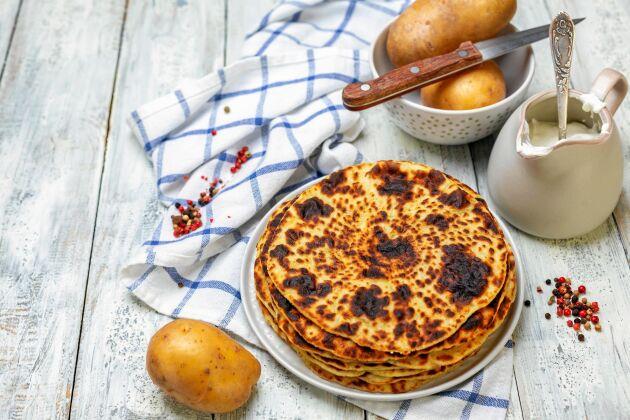 Läfsa kan ätas på många sätt. Gräddfil och skivad kokt potatis passar bra i. Krydda gärna med lite peppar och klippt gräslök också.