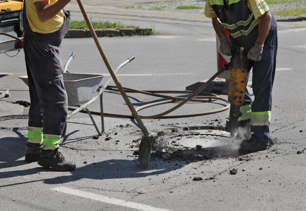Få undersökningar och bedömningar om risker kring vibrationsskador har gjorts på arbetsplatser i Sverige.
