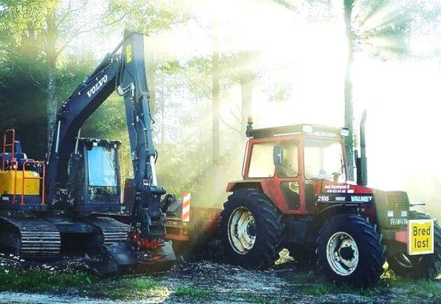 Den här Valmet 2105:an från 1986 har Dannäs Gräv AB haft sedan 2008 för att flytta grävmaskinen med. Den är inte så snygg och välvårdad men den gör sitt jobb, meddelar föraren.