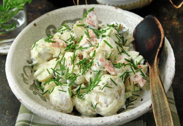 Servera potatismimosan på påskbuffén tillsammans med annat gott småplock.