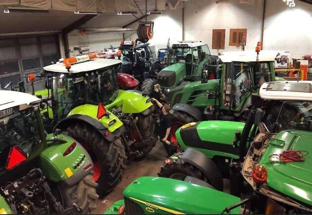 Det tillbringades många timmar med att putsa traktorerna inför paraden.