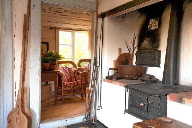 Gammeldags köksspis, i en gammal stuga i uppländska Vigle.