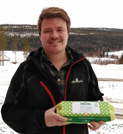 Viktor Boman på Klöverbergsgården har sett sin äggförsäljning nå nya höjder i coronavirusets spår.