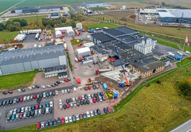 Kapaciteten vid anläggningen i Landskrona håller på att byggas ut. Samtidigt har i år nya anläggningar öppnats i Nederländerna och USA.