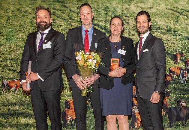 Fredrik Ericson, Ulf Winblad och Christina Winblad, Womtorps Lantbruk, tog emot utmärkelsen Årets Mjölkbonde av prins Carl Philip. Utmärkelsen delas ut av Växa Sverige och LRF Konsult.
