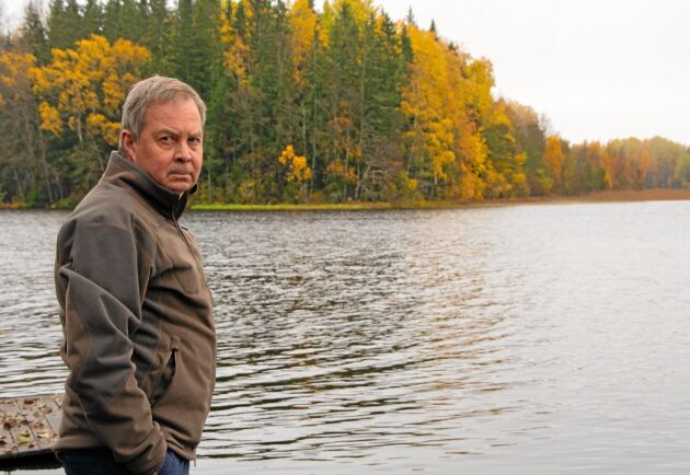 Karl Hedin är ägare och arbetande styrelseordförande i skogsindustrikoncernen AB Karl Hedin. Bilden är tagen vid sjön Snyten nära företagets sågverk i Karbenning.