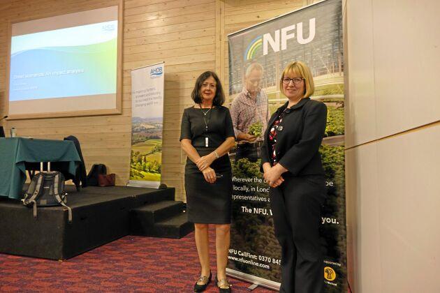 Sara Baker (till vänster) från Agriculture and Horticulture Development Board och Gail Suter från National Farmers Union.
