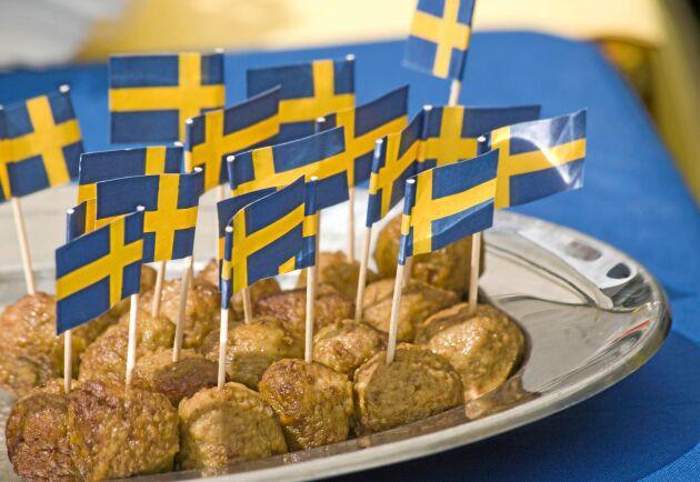 Enligt statistik från Jordbruksverket minskade svenskarnas köttkonsumtion under 2017 - men andelen svenskt kött ökade.
