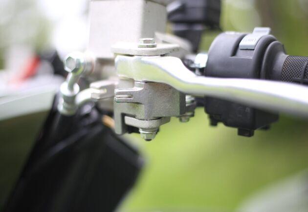 Yamaha Grizzly har ingen spärr som gör att handbromsen kan låsas.