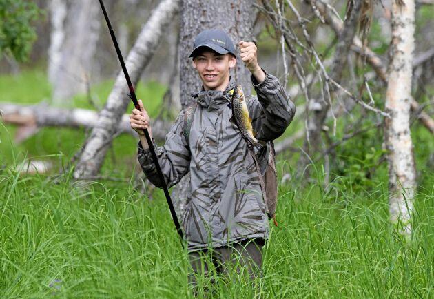 Joel Forsmark har fångat mammas favoritfisk, backöring.