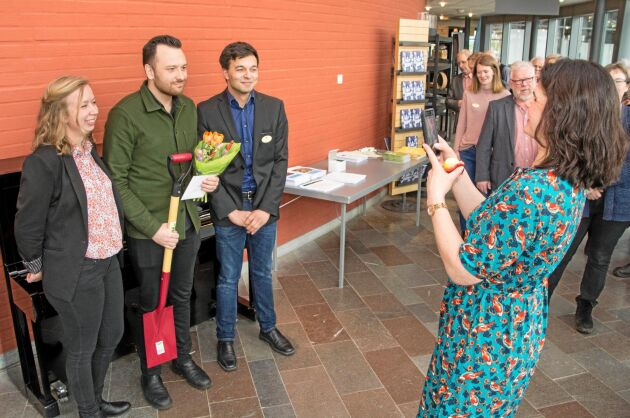 Michael Verdicchio fotograferas tillsammans med Catrin Gustavsson och Johan Larm, LRF Ungdomen. Fotograf är regionordförande Sofia Karlsson.