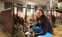 Hon läser lantbruk med naturvetenskap