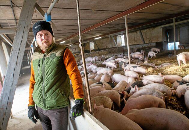 """Köttet från Rosersbergs gård säljs under eget varumärke. """"När jag träffar kunder och kan prata om djurhållning eller styckdetaljer så upplever jag att jag kommer närmre kunden och de får ett större förtroende för de produkter jag säljer."""""""