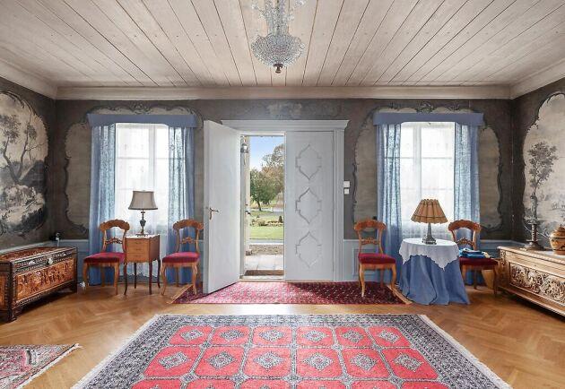 Unika hallmålningar i Prinsnäs herrgård. Mer information och bilder hos Residence Christie's.