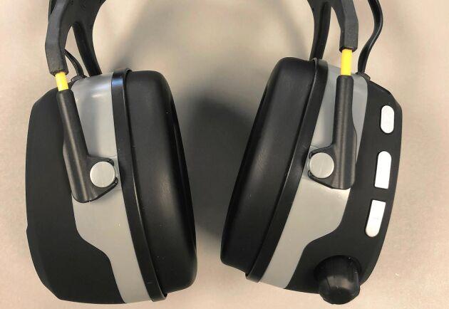Rullknappen på Clas Ohlson-kåporna är en smart komfortlösning som gör det enkelt att slå på och av kåporna.