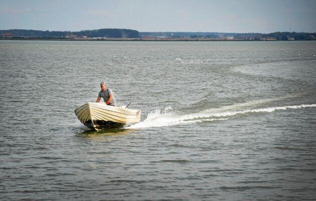 Sysslingbarnet Christian älskar friheten till sjöss, även om fiskarlivet innebär hårt arbete och många arbetstimma.