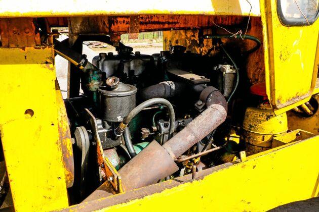 Motorn är en BM 1114, samma som sitter i BM Bison 470. En fyrcylindrig diesel på 5,04 liter som ger strax över 70 hästkrafter.